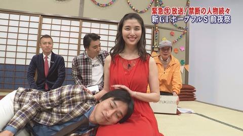 【競馬】テレ東「ホープフルS(GⅠ)」特番でデイリー豊島が橋本マナミに膝枕をしてもらうシーンwwwwww