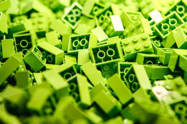 a-pile-of-lime-green-lego-blocks.jpg